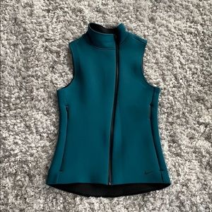 Women's NIKE Therma-fit vest, size M